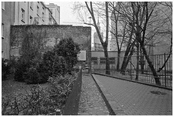 Mirów - mur Getta Warszawskiego