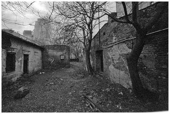Mirów - Żelazna 65, brama do Getta